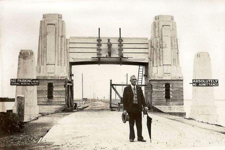 Construction of the Hornibrook bridge