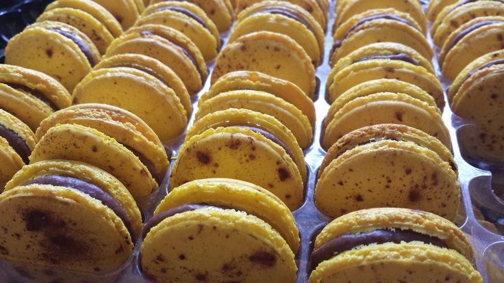 Caramelised Banana macaron