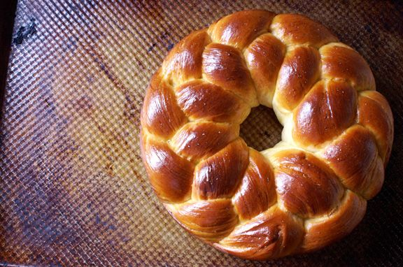 tsoureki! [greek easter bread.] ~ would make me so much happier if there was a bread machine recipe for this...