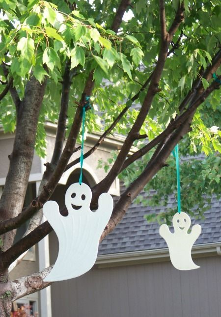 Print off this free Halloween Scavenger Hunt and head outside to scout out decorations in your neighborhood!