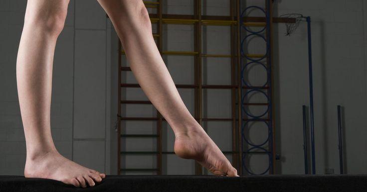 Lista de ejercicios de barra de equilibrio. La barra de equilibrio es uno de los cuatro aparatos principales que se utilizan en la gimnasia artística competitiva de mujeres. La propia barra mide 16 pies (4,88 m) de largo y 4 pulgadas (10 cm) de ancho. Las primeras rutinas de barra de equilibrio consistieron en movimientos de danza, incluyendo pasos, poses y habilidades acrobáticas como ...
