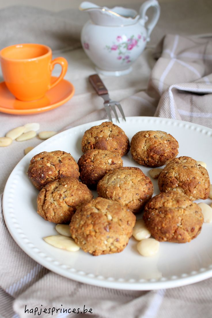 Snackkoekjes van Rens Kroes - Gezonde guilt free koekjes gemaakt van amandelen, walnoten en dadels zijn heerlijk bij de koffie, thee of als namiddagsnack. Ik vond het recept in het boek van Rens Kroes Powerfood.