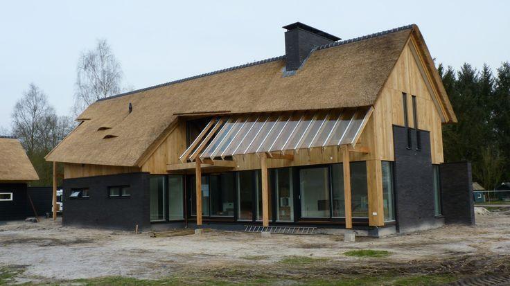 715 beste afbeeldingen van rieten daken huizen moderne for Hedendaagse architecten