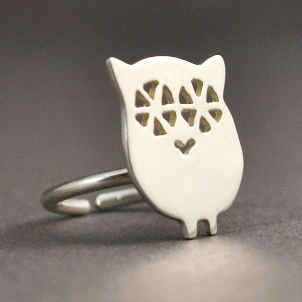 A charming owl resting on a silver ring. The size of the owl is: 1,5 x 1,9 cm  (0.6 x 0.7 inc) The ring is adjustable so that it can to fit to any size.