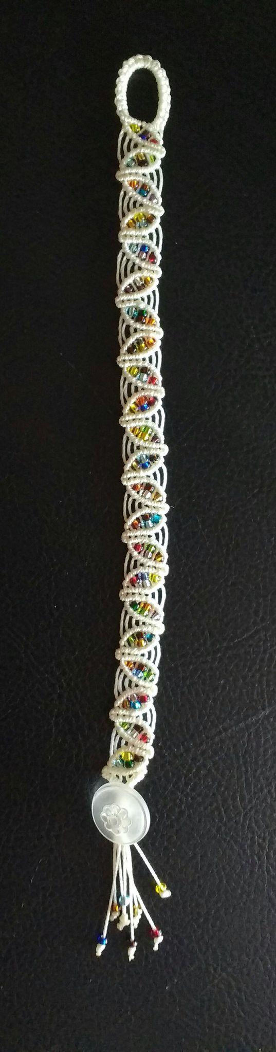 https://flic.kr/p/KxCKAt | Spring leaf macrame'bracelet in vanilla c- lon with multicolors seed beads