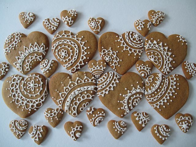 Gingerbread heart cookies with lacy icing design - beautiful!