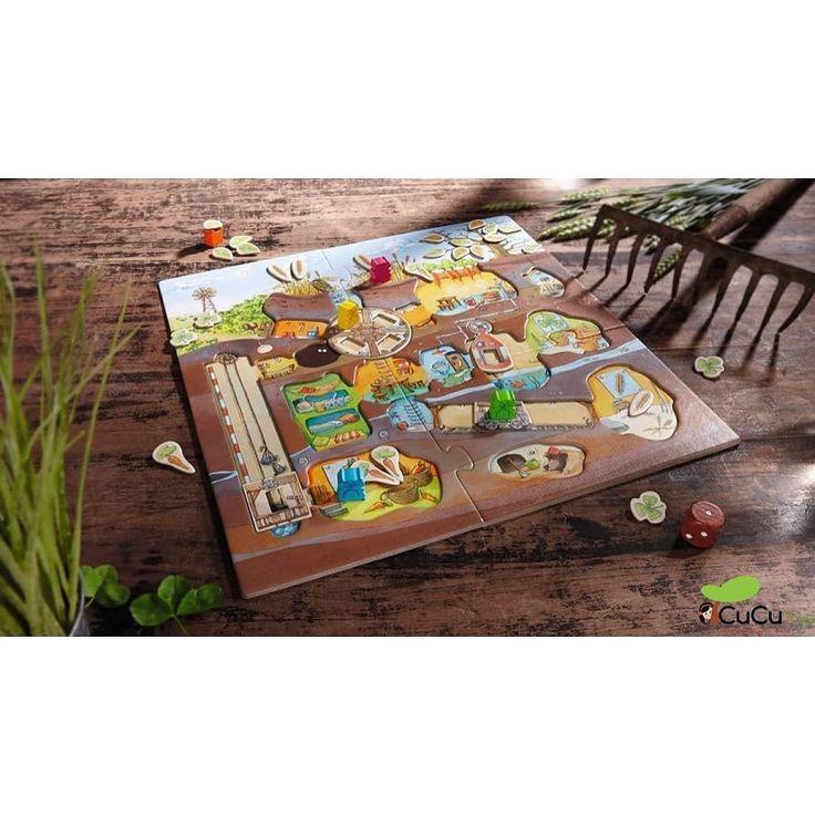 Todos debemos cooperar para recolectar toda la comida antes que llegue el invierno. Usa sabiamente el ascensor la vagoneta o la rueda para llegar al almacen de las zanahorias antes de que caiga la última hoja del otoño! Un juego de cooperación que gusta por igual a pequeños y mayores. http://ift.tt/2sK0cKM #cucutoys #haba #juegos #juegodemesa #juegocolaborativo #kids #games #boardgames #tiempoenfamilia
