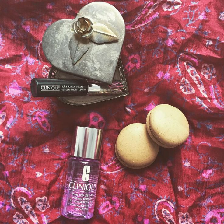 """Als #beautyloverclinique test ik elke maand producten van @clinique. Deze maand de 'high impact mascara' voor extreem lange en volle wimpers, ik ben fan!!  Na de hele dag shinen met je wimpers kan je de mascara makkelijk verwijderen met de zachte make-up remover 'take the day off"""". The  voor mooie wimpers; verwijder ALTIJD je make-up voor het slapen gaan! #glamourbeautylover"""