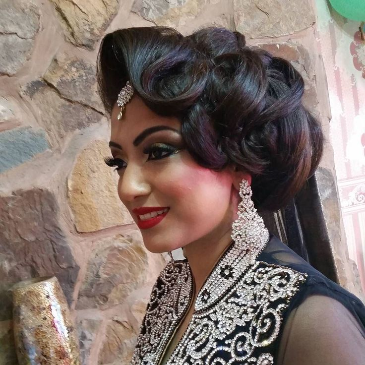 Throwback to my engagement  bride mezabin...cant wait to doll her up again this summer for her big day ----------------------------------------------------------- @samerkhouzami @lookamillion @makeupgeek @tomford @makeupfanatic1 @aamirnaveedhair @anastasiabeverlyhillsdubai @salehabeauty_in_uk @universodamaquiagem_oficial  @dressyourface @makeuphall #dollshousedubai #illamasqua #kryolan #zukreat #lauramercier #maccosmetics #inglot #motivescosmetics #sugarpill #makeupforever #vougueindia…