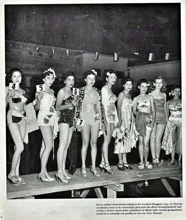 Beauty contest at Manggarai swimming pool 1934. Sources : Batavia/Djakarta/Jakarta edition 1971.