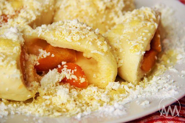 V kuchyni vždy otevřeno ...: Kynuté ovocné knedlíky ( třeba meruňkové, borůvkové ... )