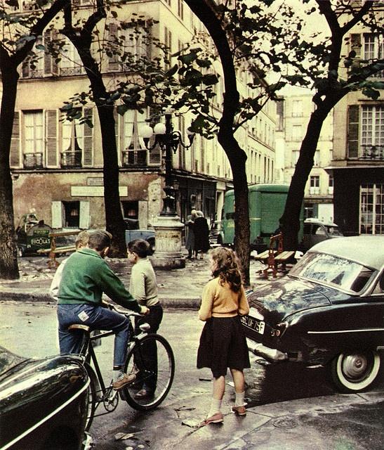 """Place de Furstemberg - Paris    Photo tirée de """"Farbiges Paris"""" (1961)  Peter Cornelius (1913-1970)"""