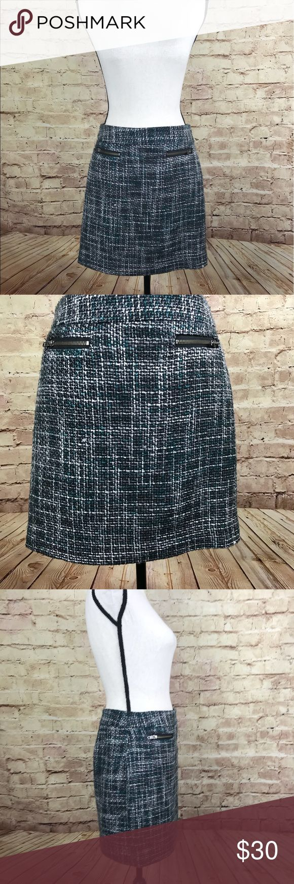 Ann Taylor Loft Career Black Green Skirt Size 4P This skirt features a hidden size zipper, and two front pockets.   Approximate measurements: waist 30 inches; length 16.5 inches. LOFT Skirts Pencil