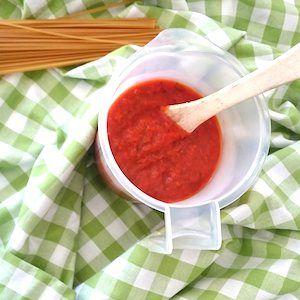 Onmisbaar recept voor kinderen: een basisrecept voor tomatensaus! Lekker als basis bij de pasta, pizza of als basis voor soep. Makkelijk, gezond en lekker! http://dekinderkookshop.nl/recepten-voor-kinderen/spaghetti-met-verse-tomatensaus/