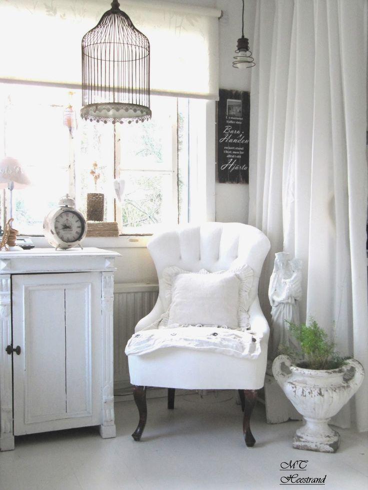 .Cantinho  decor vintage, só falta umas velas ou flores na gaiola, Reciclar decorar é vintage