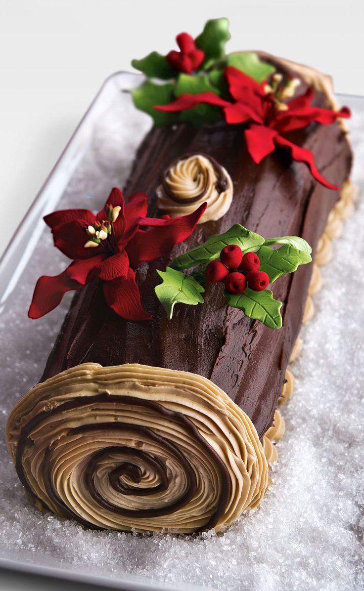 How to make a christmas yule log decoration - A Gorgeous Poinsettia Topped Yule Log Cake Yule Winter_solstice Desserts