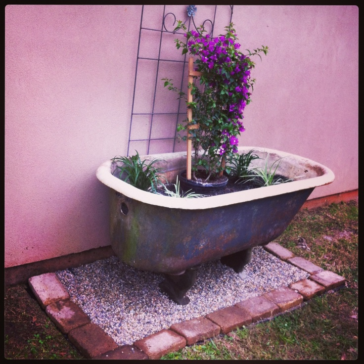 17 best images about bathtub garden on pinterest gardens for Garden bathtubs
