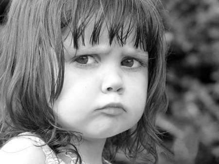 Comportamentul copiilor nostri reflecta comportamentul nostru, al adultilor model. Si, totodata, este influentat de calitatea timpului petrecut cu ei, nicidecum de masura lui.  Copiii se comporta agresiv, plang, aparent, fara motiv, sunt furiosi, se revolta cand nu le sunt indeplinite nevoile. Nu inseamna ca sunt copii agresivi sau copii problema!
