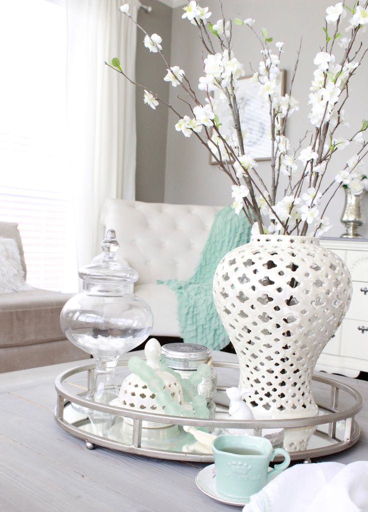 It's an Easter Parade of Easter decor today! I'm sharing my family room with 3 different looks so come and tell me which you like the best! Sharing a few other fun spots as well.