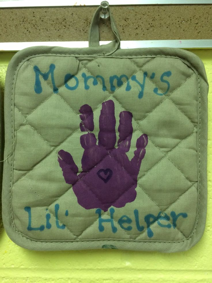 Handprint on pot holder for Mother's Day