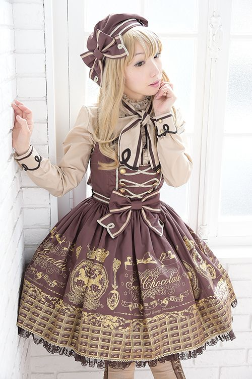 I absolutely love this coordinate! The jsk is a print from Angelic Pretty.