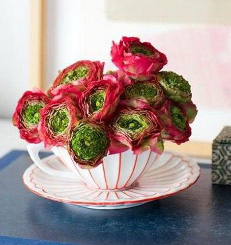 Необычные цветы на 8 марта в кружке - неординарный подарок любимой