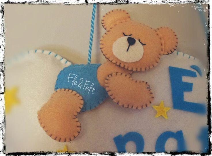Dettaglio orsetto fiocco nascita in feltro e pannolenci - Ele&Felt