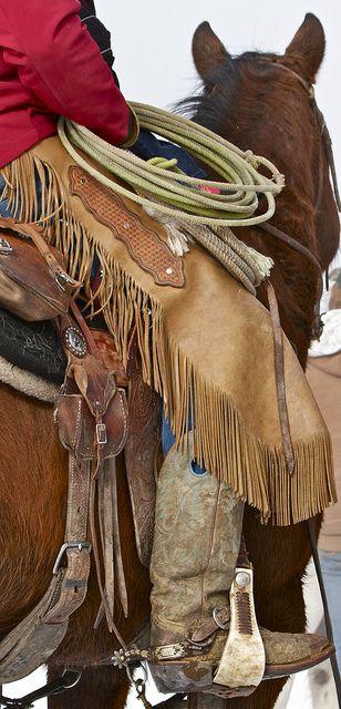 Gaúcho do Rio Grande em traje tipico em montaria | Pessoas naturais do Vale do Rio da Prata e do Sul do Brazil, notavelmente no bioma denominado Pampa