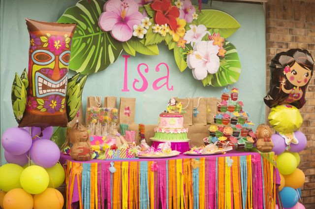 Isa's Birthday Luau | CatchMyParty.com - The hanging flower sign. Looove!