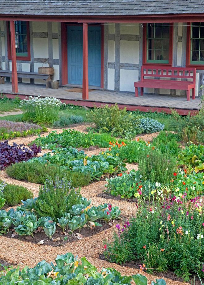I thought this photo had a really interesting design. Yes, it's just 4x4 raised beds, but I haven't seen anyone stagger them in this sort of pattern before. Very pretty!