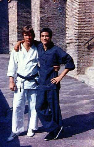 Bruce Lee and Chuck Norris on the set of the way of the dragon.(1972)