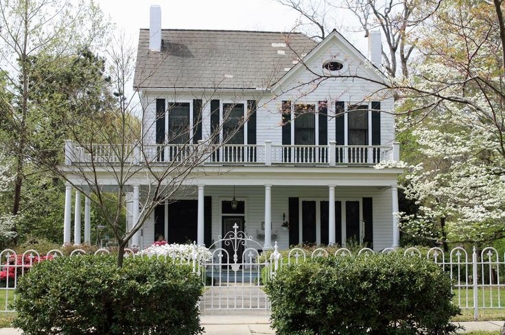 white house on main st private residence raymond ms pinterest curb appeal southern. Black Bedroom Furniture Sets. Home Design Ideas