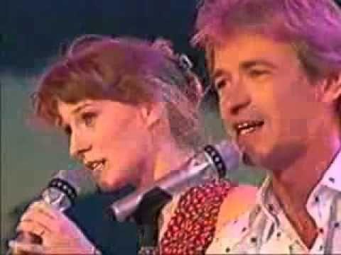 Sanne en Erik - Wat Je Diep Treft - 1992 - YouTube