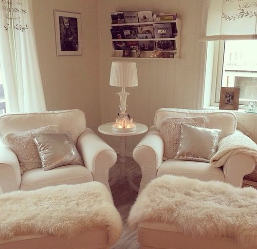 love the chairs<3