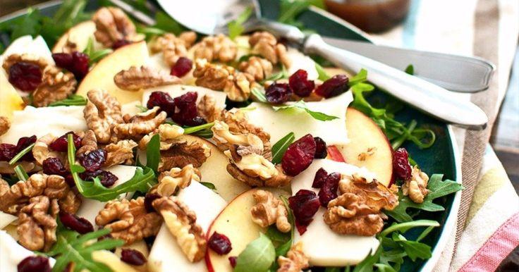 Sałatki  - sałatka z serem kozim, jabłkiem, żurawiną i orzechami włoskimi