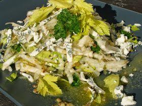 V kuchyni vždy otevřeno ...: Celerový salát s hruškou a nivou