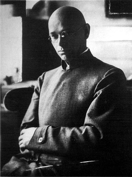 Johannes Itten: 1919-1922, taught the Vorkurs or 'preliminary course' that was the introduction to the ideas of the Bauhaus