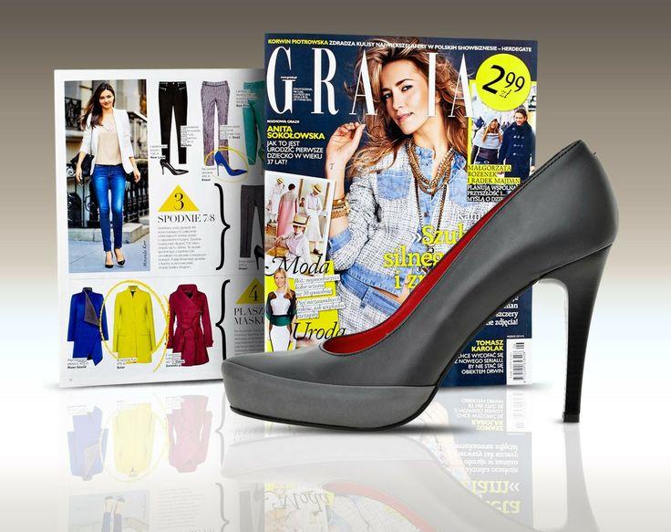 """W lutowym wydaniu dwutygodnika GRAZIA zaprezentowano m.in. ubrania i dodatki inspirowane stylem modelki Mirandy Kerr. W """"Modnej Szafie"""" wyróżniono czarne szpilki Wojas (K9502/50). Modowy charakter obuwia podkreśla podszewka w kolorze czerwieni."""