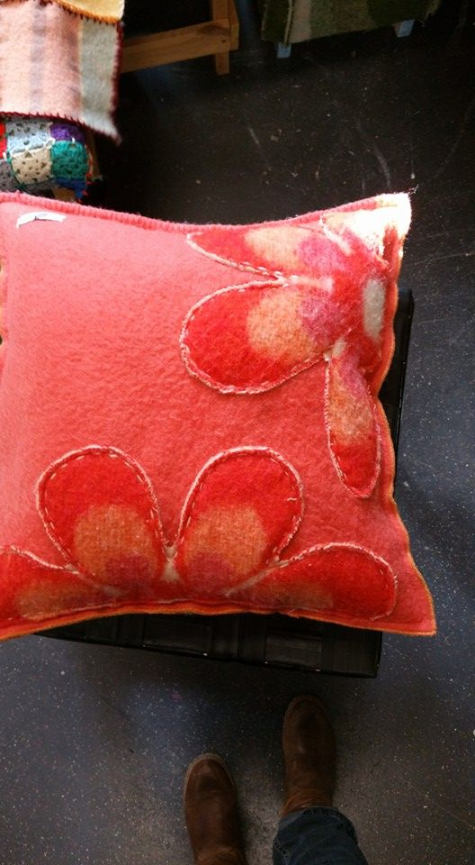 Kussen- bloem- wollen deken- borduur- BijdeHand
