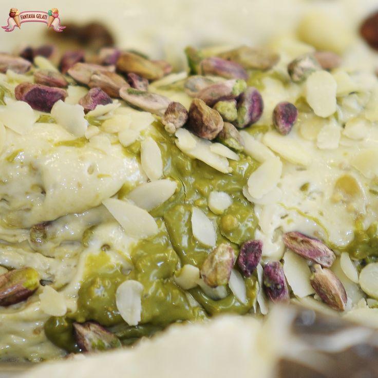 Gelato...gusto Mandorle e pistachio by Fantasia Gelati - Napoli