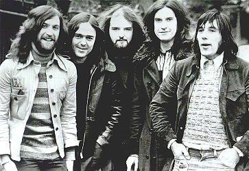 """Otra barrabasada gamberra de fina ironía y humor británico de Mr. Ray Davies y sus Kinks, solo el título ya es para temerselo, la traducción mas acertada, creo yo, sería """"TRISTEZA AGUDA DE ES…"""