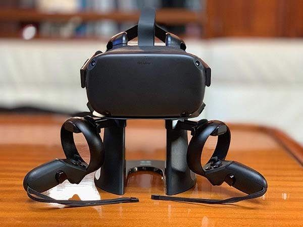 Oculus Quest Cast From Oculus Quest To Tv Virtual Reality Headset Virtual Reality Headset Holder