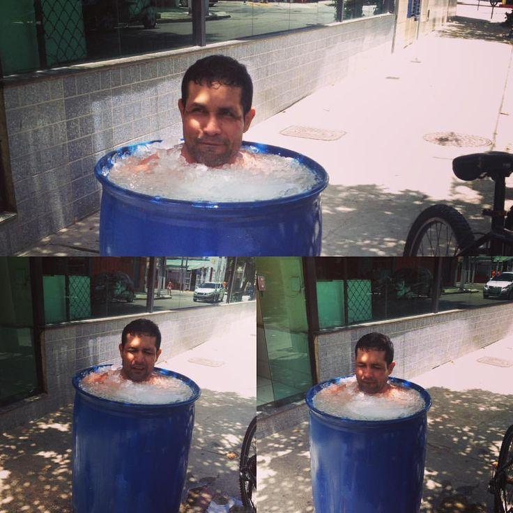 Lutador 'sofre' em balde de gelo com 6ºC negativos para tratar lesões #globoesporte