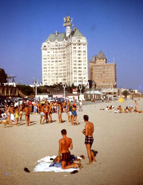 Long Beach, CA 1956.  That's my family to the right.  Heart you.