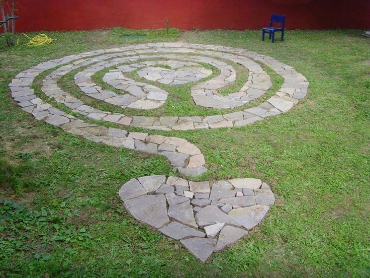 17 best images about hist labyrinth maze on pinterest for Garden maze designs