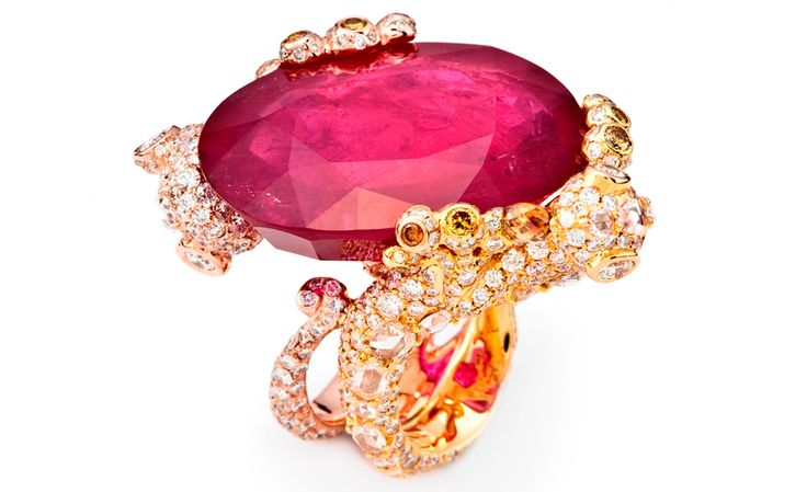 CINDY CHAO, The Art Jewel, White Label Collection Gecko Ring. Oval cut ruby (61.26cts) highlighted by colorless and yellow diamonds set in 18kt gold.