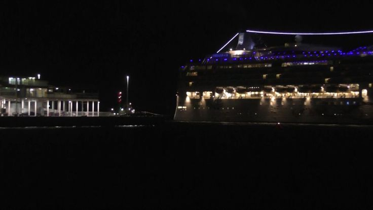 awesome Cruise Ship Tow Job - Stranded Ship Norwegian Star towed to Melbourne by two tug boats.