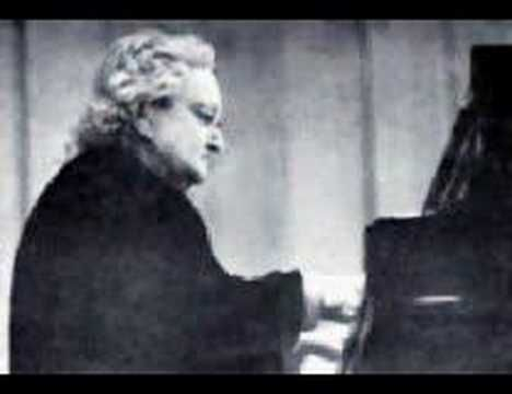 Maria Yudina plays Mussorgsky Pictures at an Exhibition 1/4