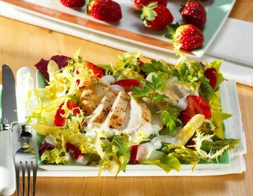 Erdbeer-Hendl-Salat mit Spargel - Rezept - ichkoche.at