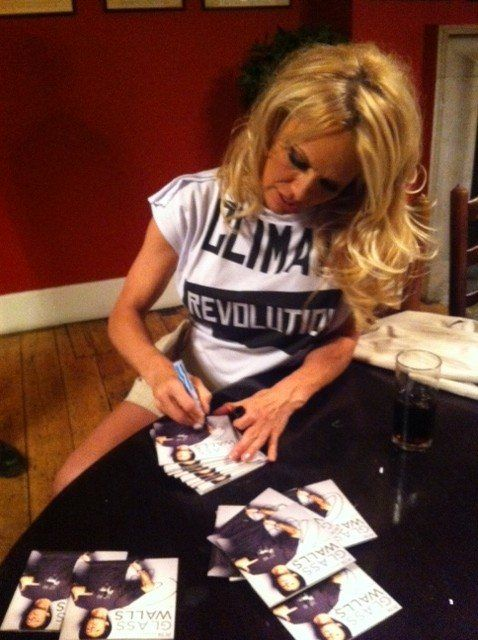 We've got FREE goods from Pamela Anderson up for grabs! Enter to win: http://peta.vg/yv www.OnlyGiveaways.com